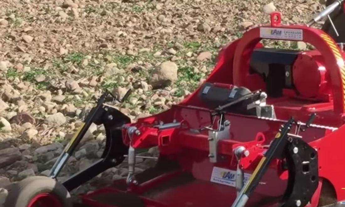 آلات عجيبة… آلة تكسير حجارة الاراضي الفلاحية