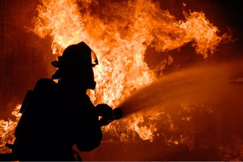 حريق بولاية كاليفورنيا الأمريكية يتسبب في إجلاء  أكثر من 1500 شخص